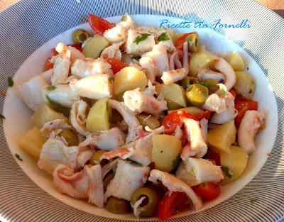 polpo con patate, ciliegini e olive verdi