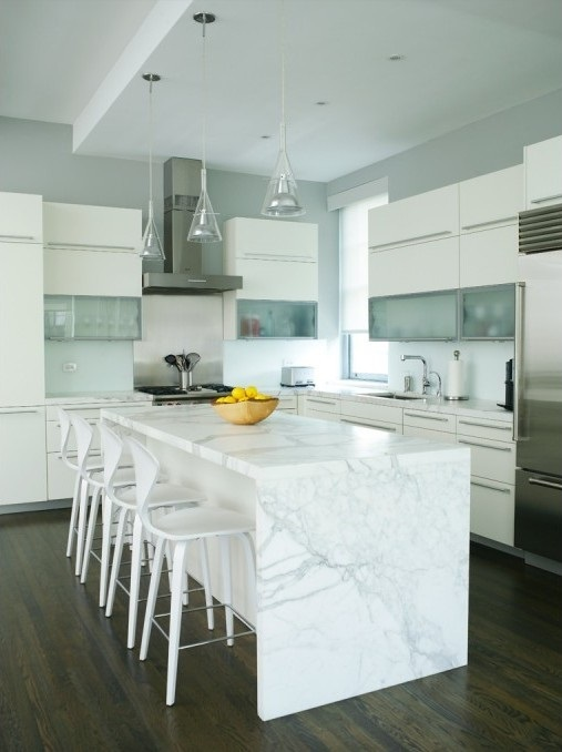 cocina con marmol blanco