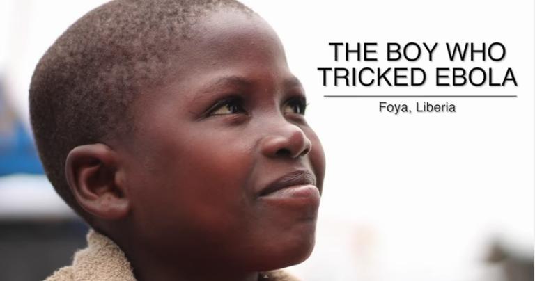 Bambino guarito dall'Ebola balla felice