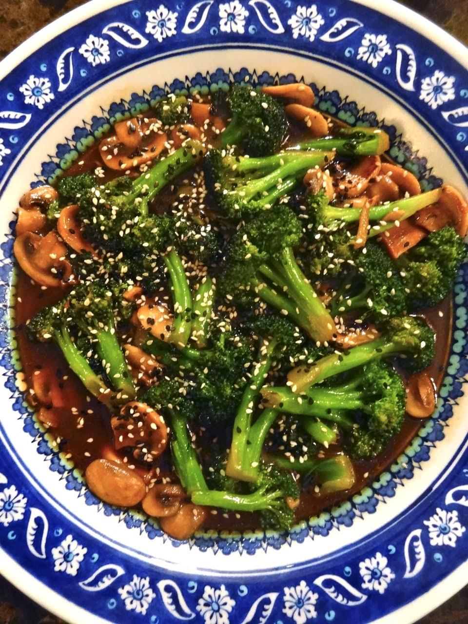 Scrumpdillyicious: Stir-Fried Broccoli & Mushrooms