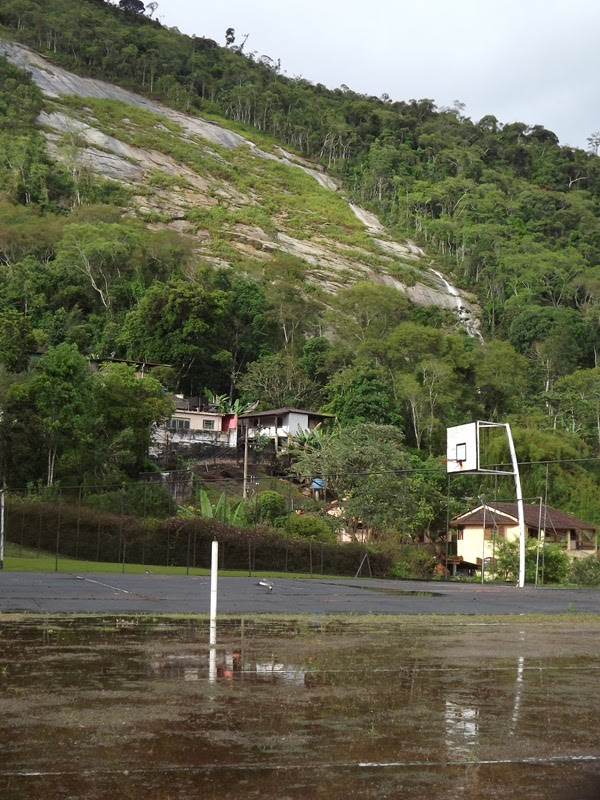 Com o temporal de 27/11 , várias cachoeiras desciam as montanhas