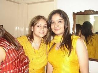 Karachi School Girls in school uniform, Pakistani school girls Lahore school girls in school uniform Karachi college Girls
