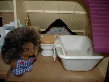 Sylvanian Families Oakwood Manor House Maxwell Bramble Hedgehog Vintage Bathroom Bath Sink Toil