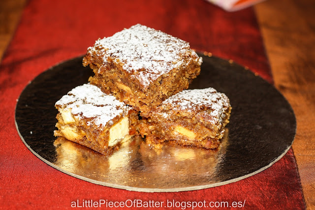 white chocolate brownie - blondie con plátano y almendra caramelizada