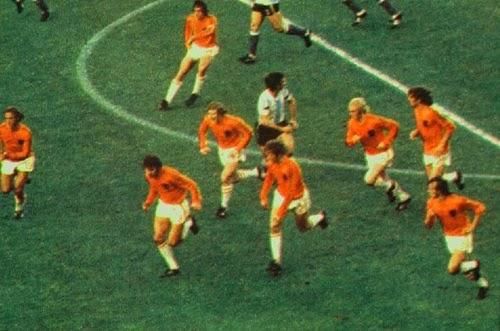 Carrossel holandês iniciando contra-ataque contra Argentina