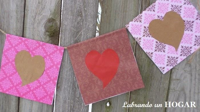 ¡Cadeneta con banderines de amor!