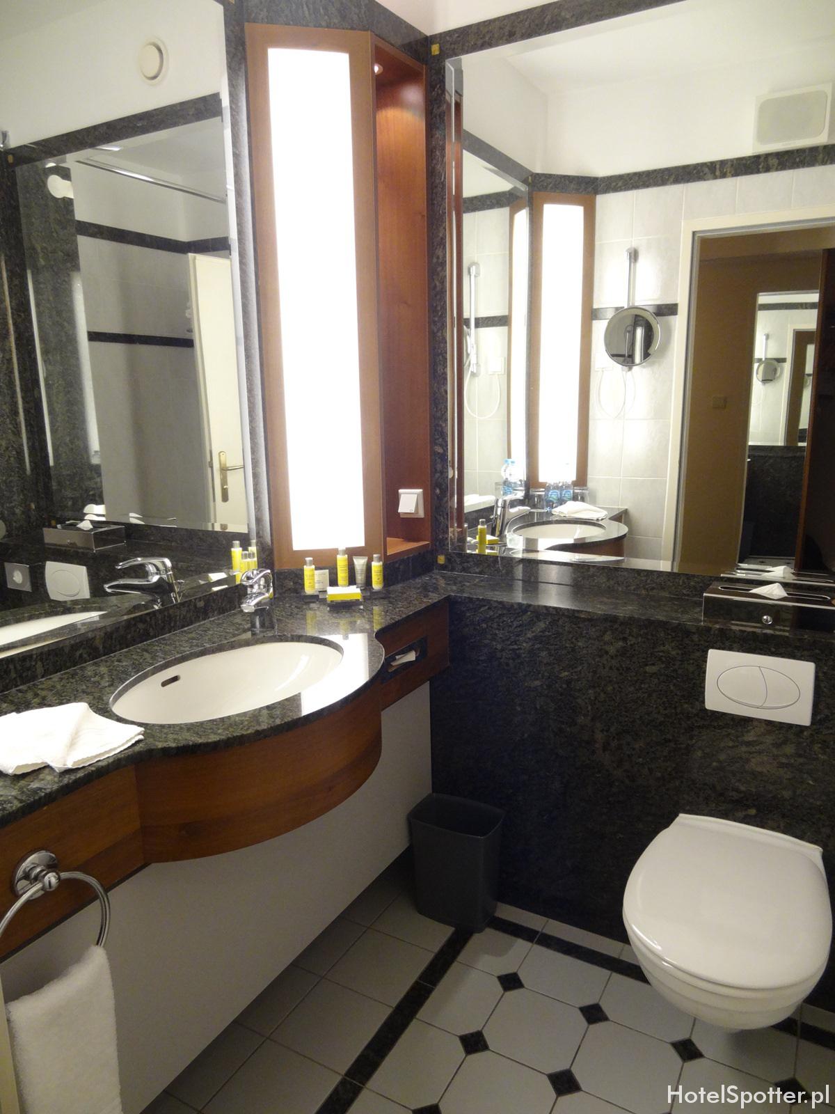 Hotel Marriott Warszawa - mala lazienka