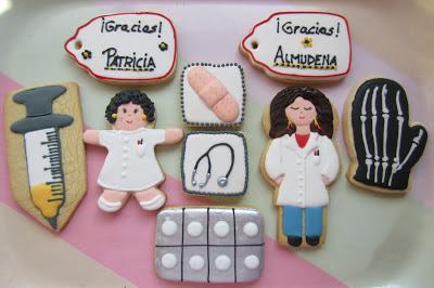 Galletas decoradas tema medico con doctora y enfermera