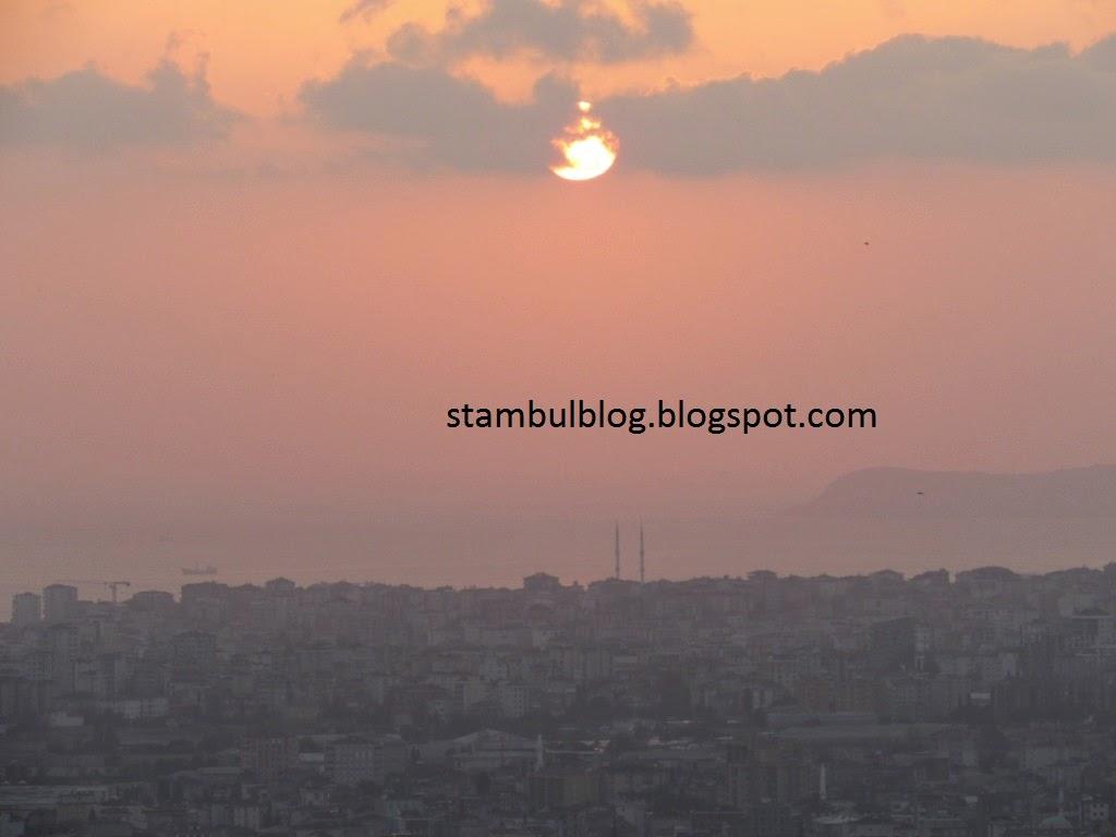 заход солнца с видом на море и мечеть