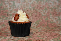 Hummingbird cupcake with caramelised pecans