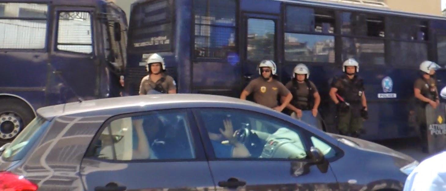Προφυλακιστέος κρίθηκε ο Συναγωνιστής  Ηλίας Κασιδιάρης o οποίος το κεφάλι ψηλά οδηγήθηκε στα κελιά της Τιμής - ΒΙΝΤΕΟ