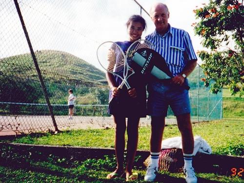 ニュージーランドから一人旅にきていたレスター御爺ちゃんと毎日テニスをしていました