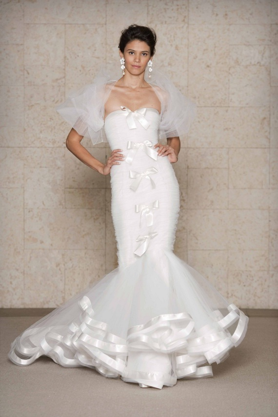 Oscar de la renta wedding dresses world of bridal for Oscar de la renta short wedding dress