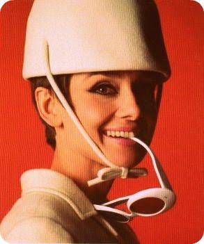 http://4.bp.blogspot.com/-gRhRGKWBsoA/TbEO8MgomeI/AAAAAAAAP-E/NWg6aR8lecQ/s400/dominique-veillon-la-mode-des-sixties-l-entree-dans-la-modernite-o-2746710153-0.jpg