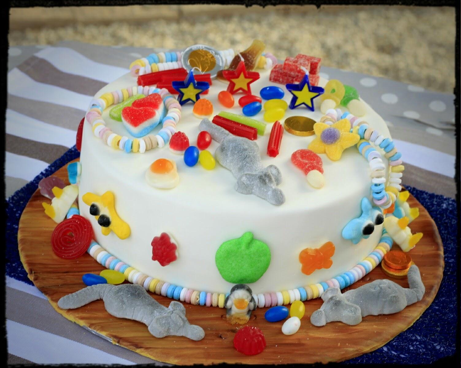 tarta de fondant y chuches