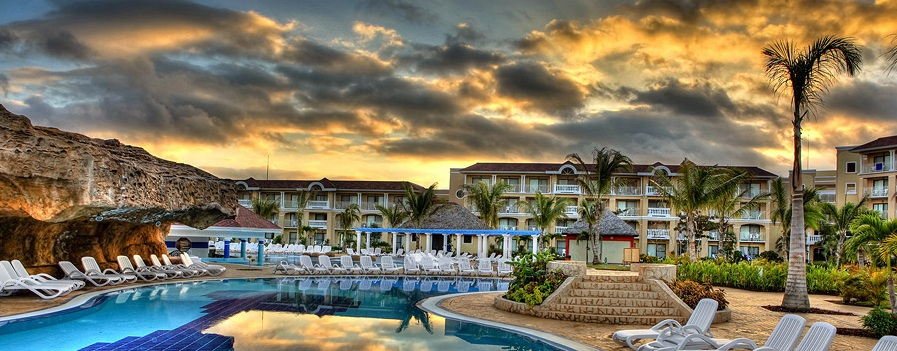 The Best Location In Playa Varadero Iberostar Laguna Azul Enjoys A Privileged Seafront On S Beaches Just 10 6 Miles From City