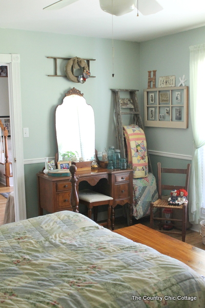 A great home tour with a vintage eclectic feel.  Come see one bloggers home plus links to even more great home tours for inspiration!