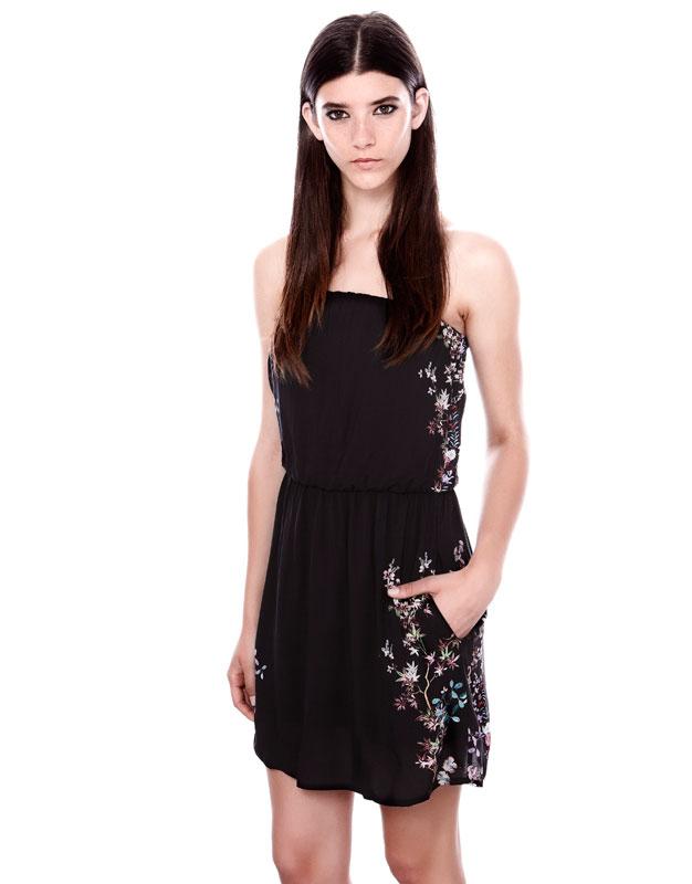 straplez çiçek desenli cepli siyah elbise