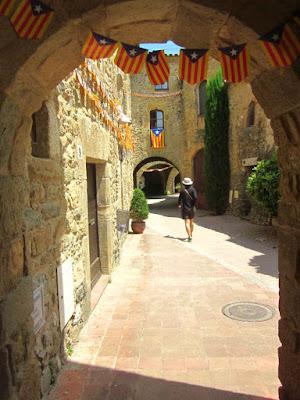 Pueblo Medieval de Monells en Catalunya