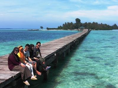 jembatan cinta liburan wisata ke pulau tidung
