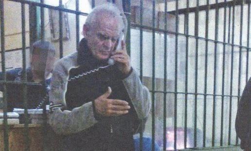 Ο Ακης  με χαρτί γιατρού στο  ψυχιατρείο..Δεν άντεξε τη  συγκατοίκηση με  Ρουμάνους και Αλβανούς  ποινικούς...