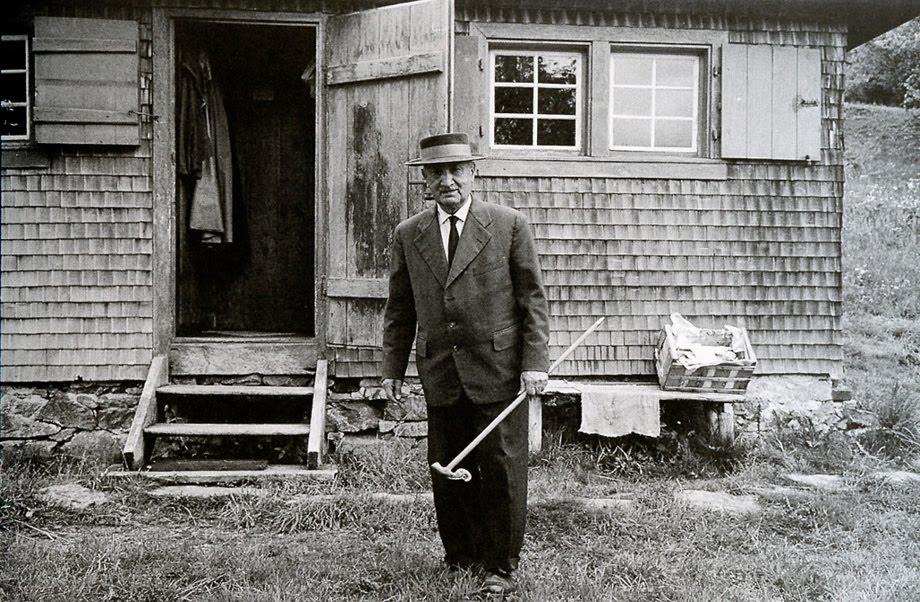 Martin Heidegger en su cabaña, en la Selva Negra alemana (Messkirch)