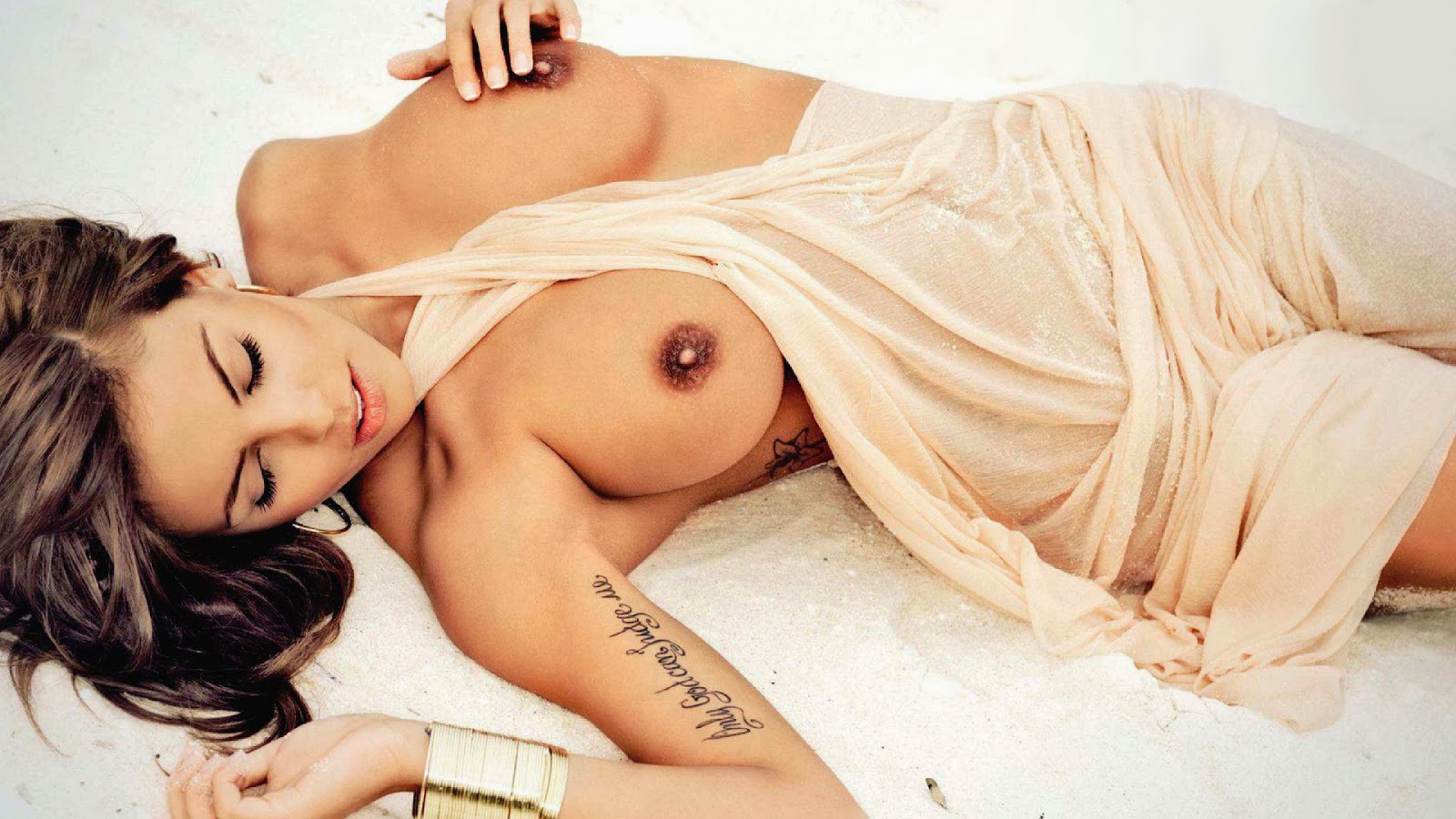 Hot Boobs On Sand Erotic Tattoo Wallpaper