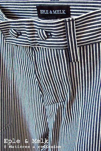 Pantalon Eple & Melk jeans boyfriend coton rayé bleu marine blanc