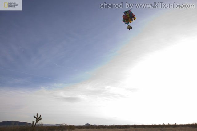 http://4.bp.blogspot.com/-gSd3h98Wj_k/TXW78n6S-tI/AAAAAAAAQVo/5-XhUAJBj9U/s1600/a_flying_house_640_02.jpg