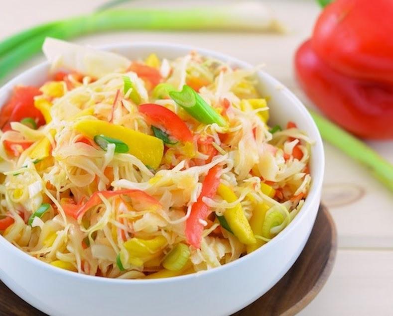 Salada de Repolho com Manga e Pimentão (vegana)