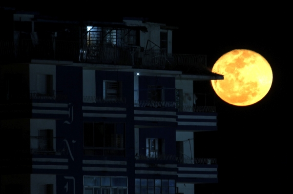 Full Moon Madness: Why Humans Still Experience Bad Sleep During Peak Lunar Cycles