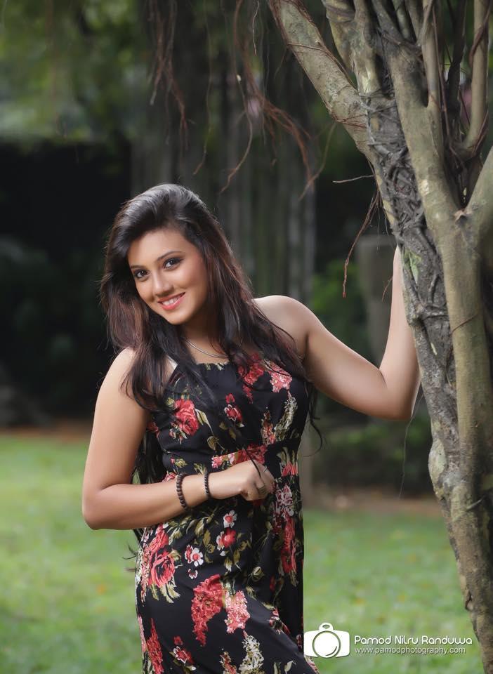 Sri Lankan Hot Girls: Sri Lankan Hot Actress Model and Singer Shanudri Priyasad New Hot Photo Shoot
