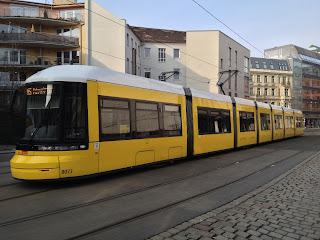 Straßenbahn: Gleisbauarbeiten auf der Friedrich-Engels-Straße – Sperrung der M1 notwendig