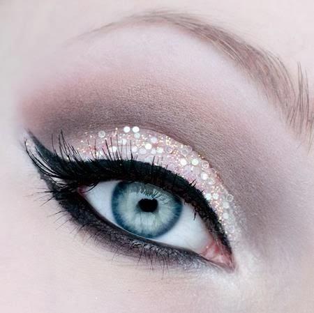 maquillage yeux bleu 2014, fard a paupières avec des strass, make up artistique