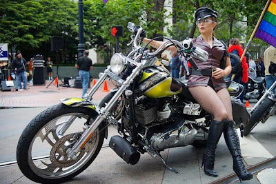 Mulheres com shortinho de moto, gostosa de shortinho, Mulheres com short de moto, mulher sensual na moto, gostosa em moto, Mulher semi nua em moto, babes on bike with shorts, Women on bike with shorts, sexy on bikesexy on motorcycle, babes on bike, ragazza in moto, donna calda in moto,femme chaude sur la moto,mujer caliente en motocicleta, chica en moto, heiße Frau auf dem Motorrad