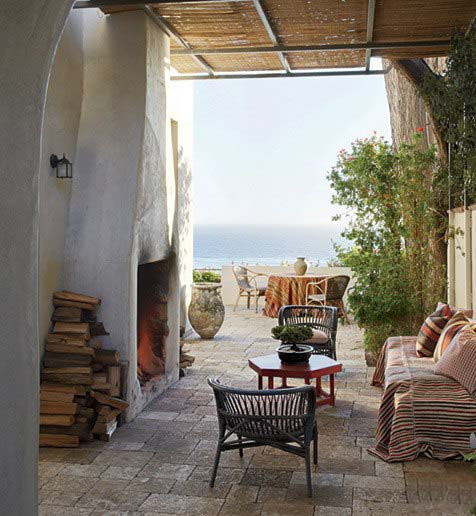 Indoor-Outdoor Living in Malibu Richard Shapiro residence, image via Architectural Digest, as seen on linenandlavender.net