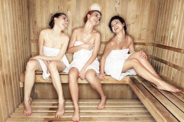 tetyu-zastavili-otsosat-v-saune