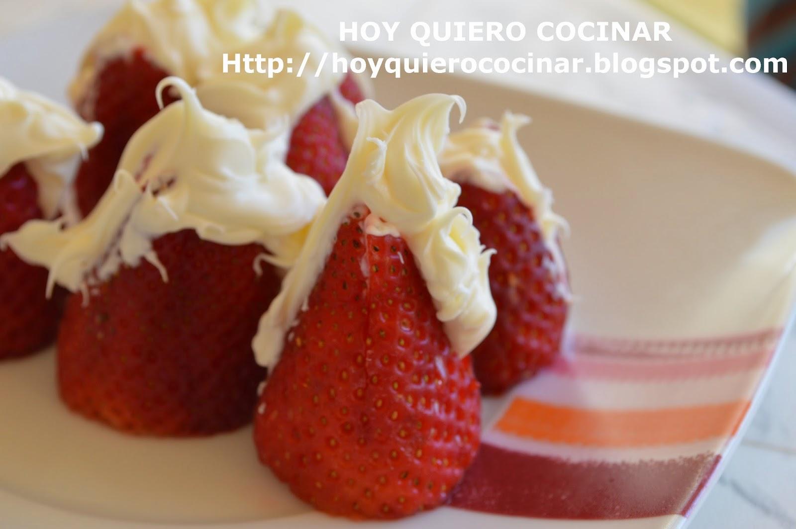 http://hoyquierococinar.blogspot.com.es/2014/04/fresas-rellenas-de-mascarpone.html
