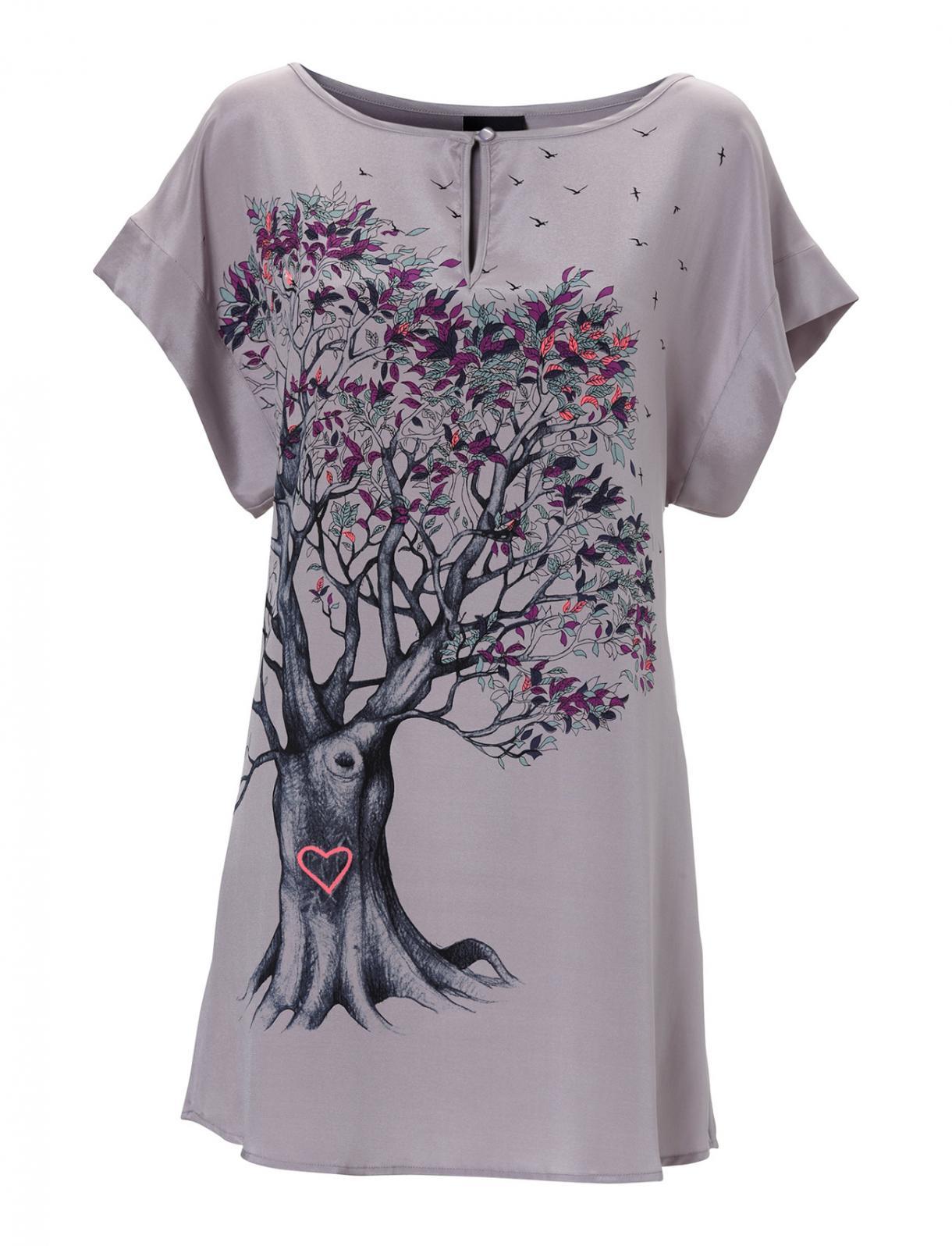 Fandt denne skønne kjole fra whiite med lækkert grafisk print på