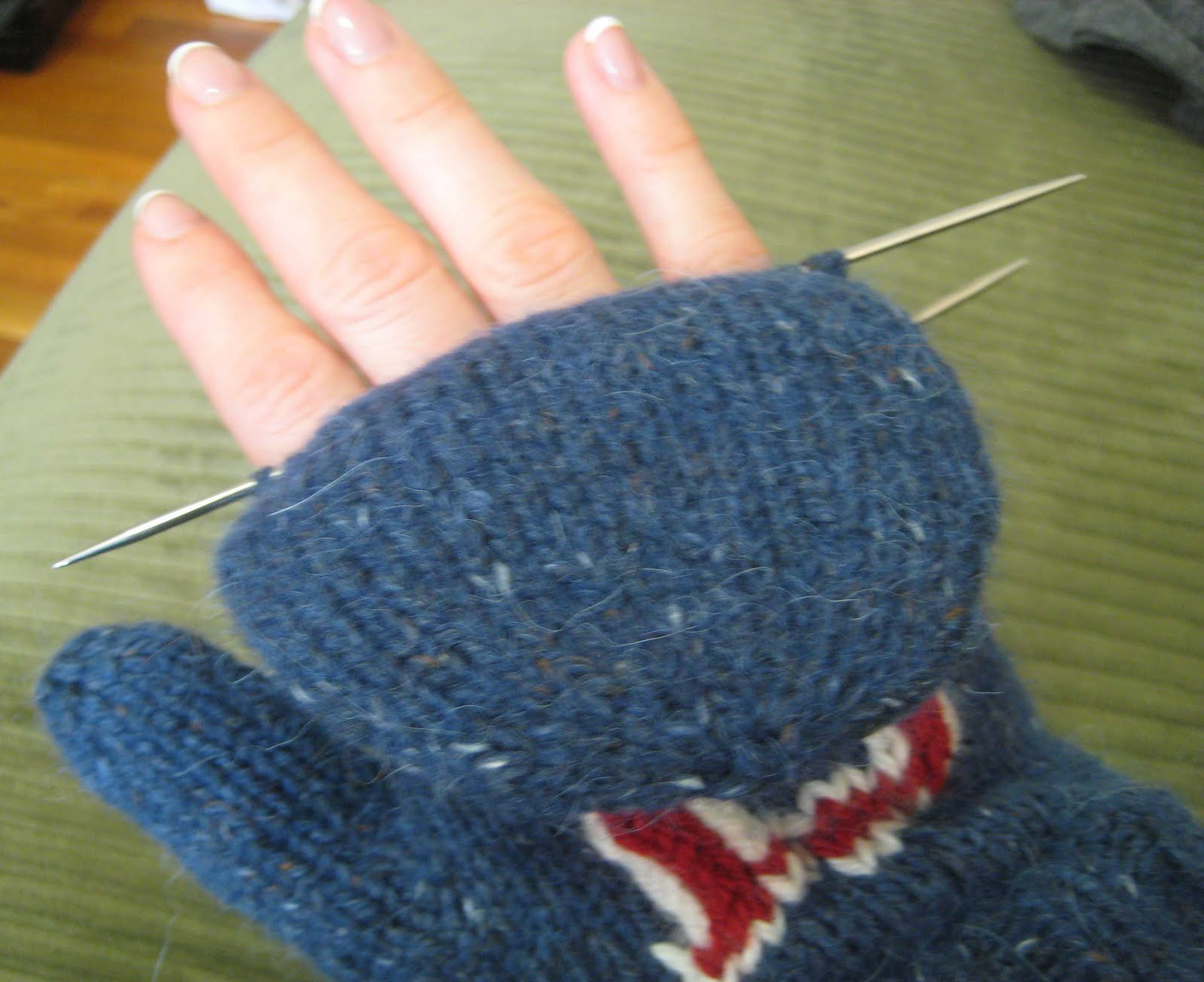Knitting Stitches On Waste Yarn : ChemKnits: Convertible Fenway Mitts (Convertible Mittens)