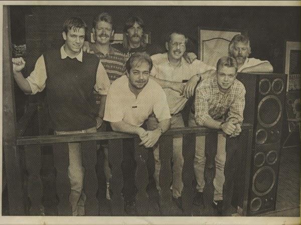 """No outono de 2003 a banda alemã """"Taste Of Timeless"""" composta por """"Howard Hanks"""" (guitarra), """"Dennis Grasekamp"""" (guitarra, baixo, bateria) e """"Udo Grasekamp"""" (teclados) decidiu iniciar um novo projeto chamado """"Abarax"""". A idéia era tocar uma música parecida com """"Pink Floyd"""", alem dos membros serem fãs, a influência floydiana era presente nos ensaios, daí nasceu o """"Abarax. As primeiras duas ou três músicas foram colocadas juntas e, em seguida, a decisão foi gravar um álbum completamente conceitual, que finalmente foi intitulado de """"Crying Of The Whales"""" (Choro das Baleias), lançado em 2005. Devido a uma feliz coincidência eles encontraram a voz certa, """"Andre Blaeute"""", cantor e compositor da mesma área. A banda terminou as últimas gravações até o final de 2004, encontrou o prog selo inglês """"Cyclops"""" interessado no projeto. Ele apresenta canções de um rock descontraído, elementos psicodélicos e uma estilisticamente mistura sinfônica, dominado pelo excelente trabalho de guitarra de """"Dennis Grasekamp"""" e a voz única de """"Andre Blaeute"""". Reforçado pela vocalista """"Karoline Peucker"""", """"Abarax"""" participou em vários festivais prog em toda a Europa e tocou em mais algumas ocasiões em maio de 2009, por exemplo, convidados para abrir o show da banda """"Saga"""". Além disso canções para um novo trabalho foram fluindo nesse período e finalmente em março de 2010 foi lançado pelo mesmo selo o segundo álbum da banda """"Blue Room""""."""
