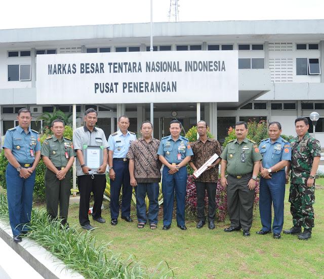 Puspen TNI Terima Piagam Penghargaan Elshinta