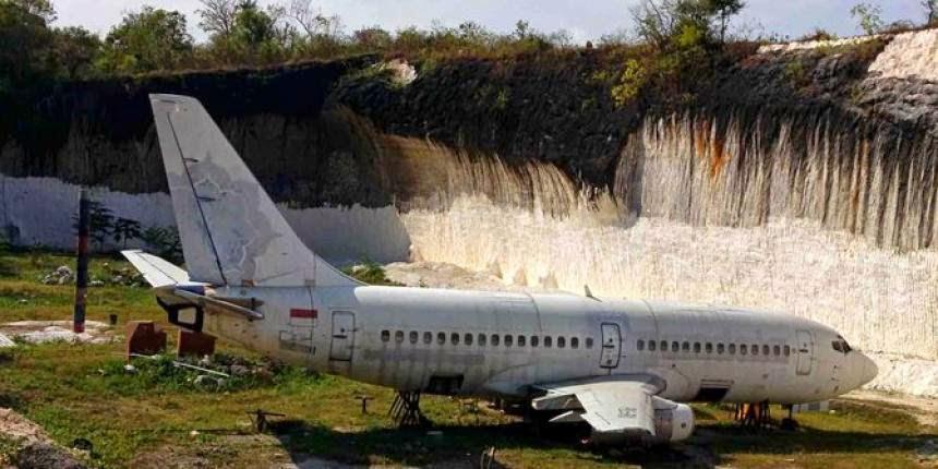 Pesawat di Selatan Kuta.