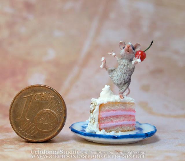 Topino su Torta - Miniatura in Pasta Sintetica - Celidonia by Daniela Messina