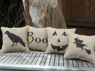 Almofada de Halloween bege com patchcolagem em tecido preto temática