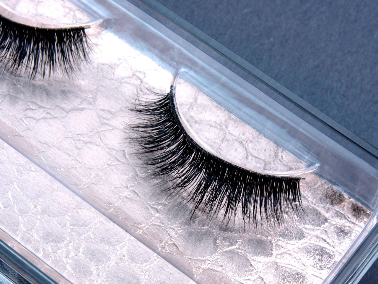 Silver Glitter Tipped Deluxe False Eyelashes with glue