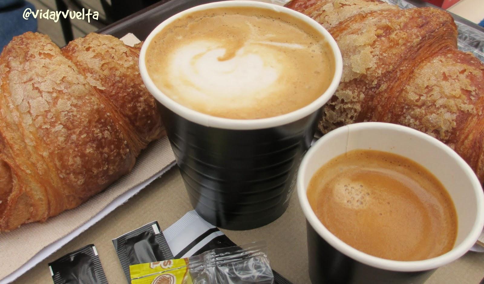 Resultado de imagen para cafe en vasos de plastico