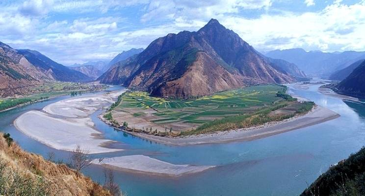 Salah satu sungai terbesar dengan volume debitnya di dunia. sungai