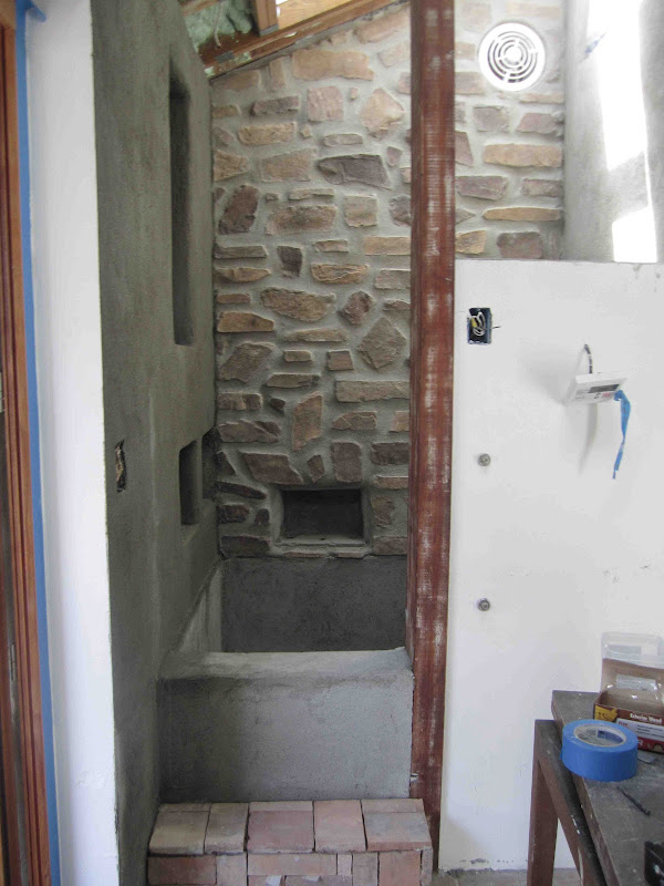 Here's a close up of the step. That alcove opposite on the stone wall  title=