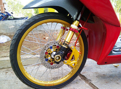Modifikasi Honda Vario CW Red Style Nampak Ban Depan